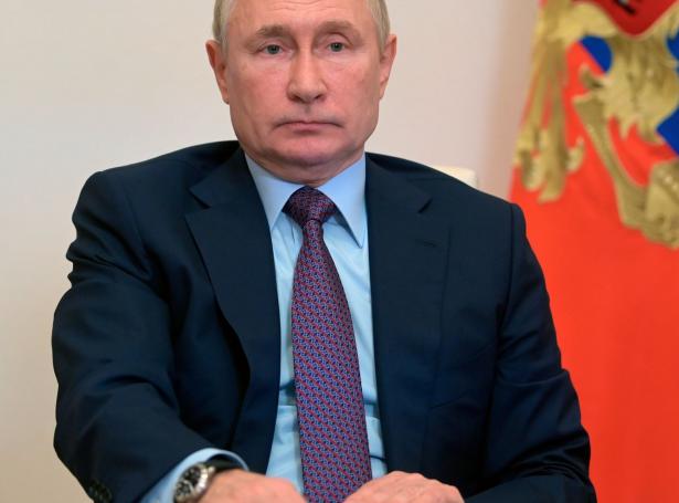 Russiski forsetin Vladimir Putin sigur seg nú vilja lata meira upp fyri flutninginum av gassi til Evropa.