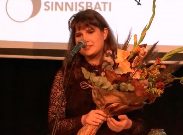 Katrin Joensen-Næs fekk ársins sálarheilsuvirðisløn á altjóða sálarheilsudegnum 10. oktober (Mynd: Sinnisbati)