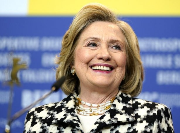 Hillary Clinton gevur í dag út sína fyrstu skaldsøgu um ein amerikanskan uttanríkismálaráðharra, sum má loysa eina altjóða samansvørjing. Í árunum 2009 til 2013 var hon sjálv amerikanskur uttanríkismálaráðharri undir táverandi forsetanum Barack Obama (Mynd: EPA)