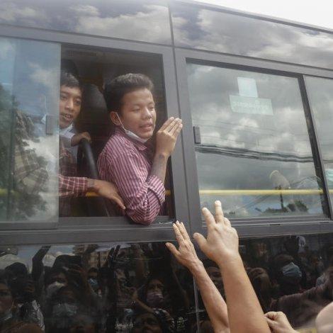 Myanmar: Fleiri politiskir fangar leyslatnir – og síðani handtiknir aftur