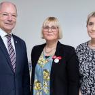 Edna Strøm Günther og Marjun Nielsen fingu medalju frá drotningini